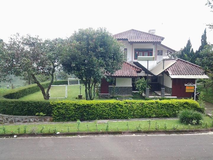 Villa ChavaMinerva Bata - Ciater Highland Resort