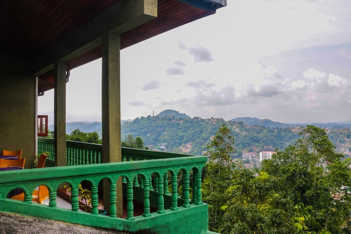 Mount Rose Holiday Bungalow Entire Place in Kandy