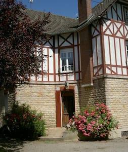 EXMES  :  Chambres en Normandie, suite à louer - Exmes