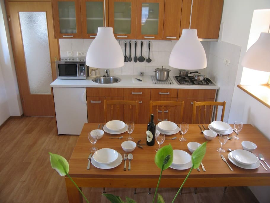 Leban holiday house kitchen and dining room