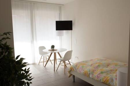 Studio mit Küche und Dusche # 3