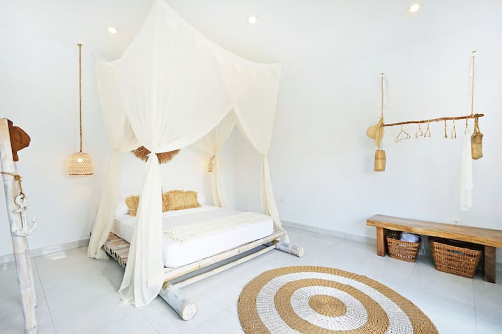Crescent Room in Villa Lua Canggu Beach