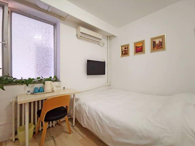 「mini房」距海200米-楼下就是五四广场/奥帆中心/灯光秀-2号线地铁口200米