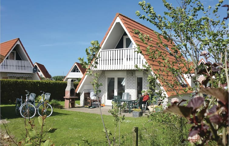Holiday cottage with 3 bedrooms on 85 m² HNH012