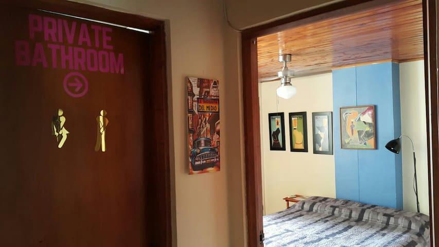 Lovely room near Cartagena walled city w/breakfast