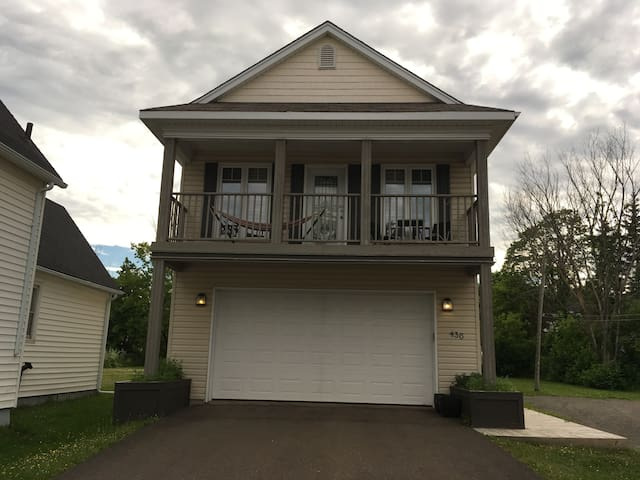 Private and comfortable guest bedroom/bath. - Moncton - Casa