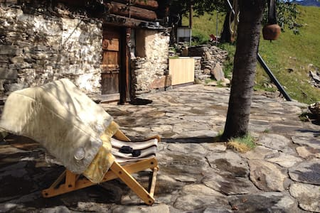 Traditional old mountain chalet - Chironico