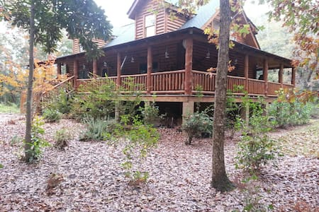 Gated, custom Log Home in the woods - Bed & Breakfast