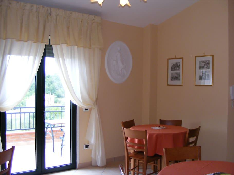 sala colazioni con terrazzo