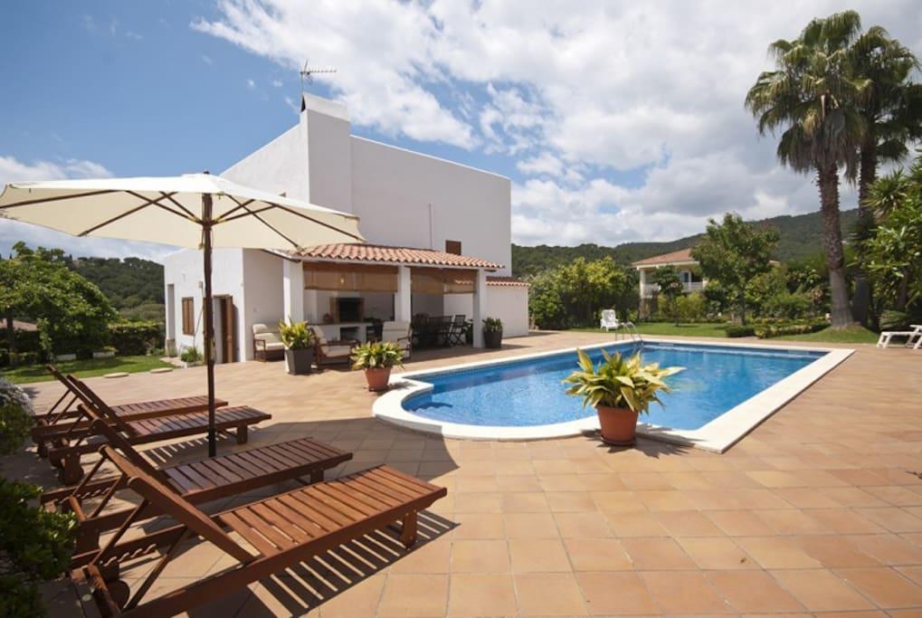 Elegante chalet con piscina 50m2 chalets en alquiler en for Hoteles en lloret de mar con piscina climatizada