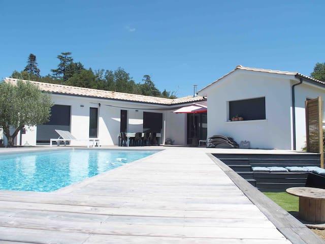 Spacieuse Maison familiale avec piscine et Vue