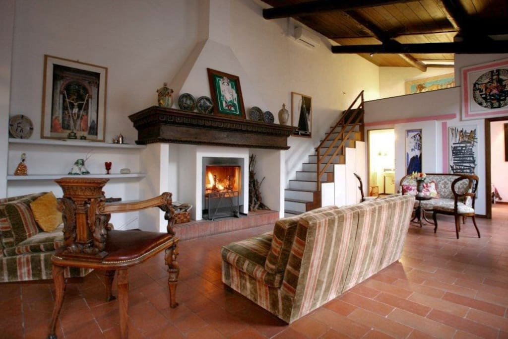 -Toscanella suite in the evening light -original fireplace of the Renaissance