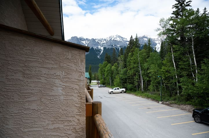 #226 Mountain Lodge, 3 Minutes from Canmore