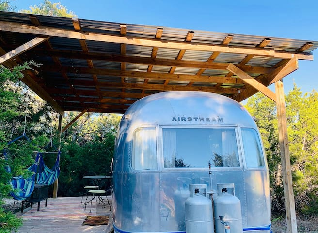 Secluded Airstream near Breweries & Hamilton Pool