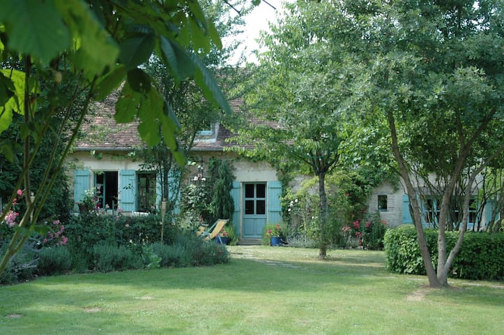 Maison bord de rivière avec ponton - Néons-sur-Creuse - Hus