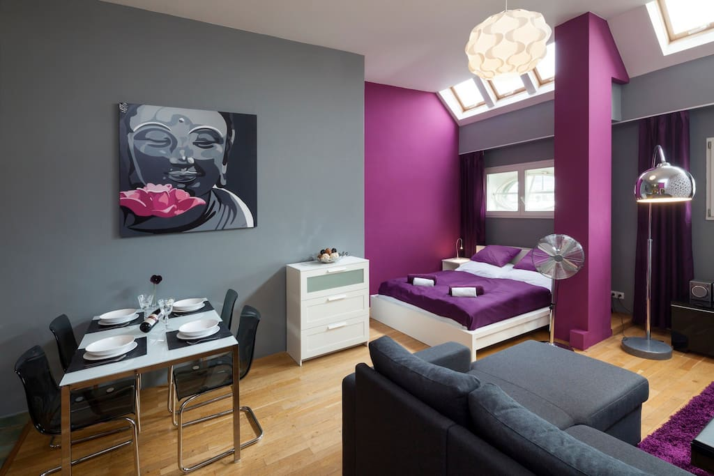 Living room with kitchen, double bed & double sofa bed