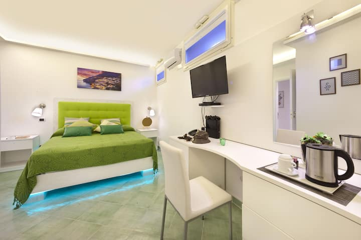 Double Room Private Bathroom- B&B Sorrento Central