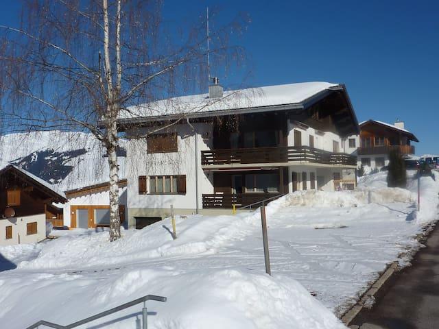 5Bett-Ferienwohnung in Obersaxen