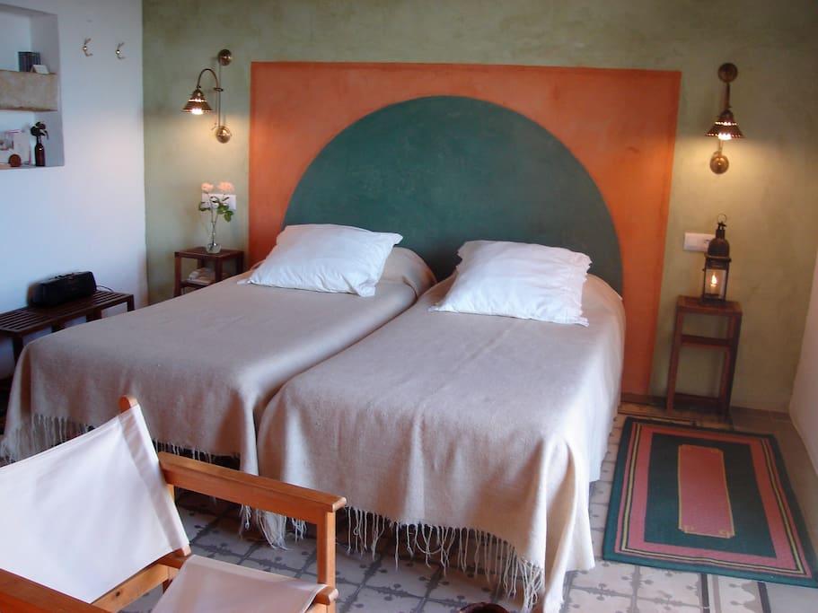 Twin room. Habitación doble con dos camas individuales.