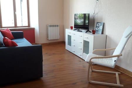 "Gîte ""Rachael's flat"" - La Maison en Cézallier"
