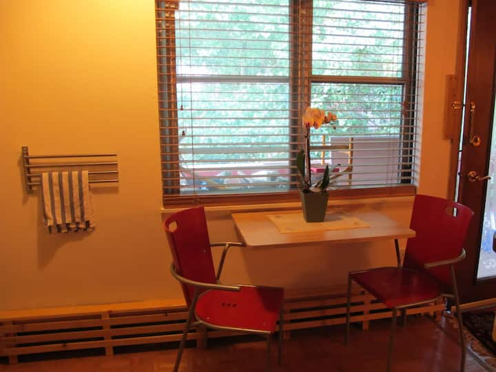 Peaceful studio 1mi from Downtown A2