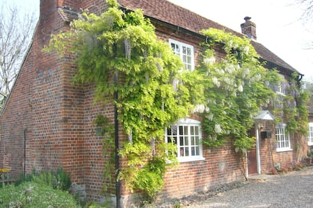 The Garden Loft at Wisteria Cottage - Hampshire