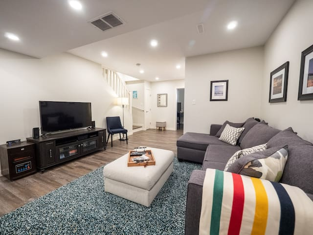 Stylish Basement Suite Located in Inglewood