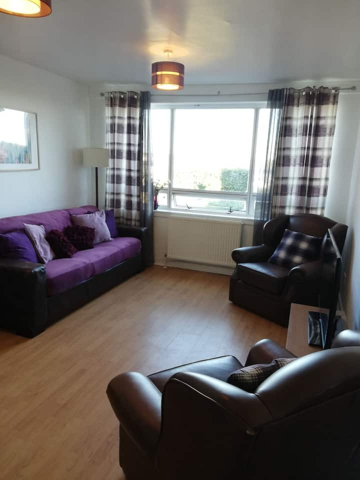 Lovely bright seafront  ground floor apartment
