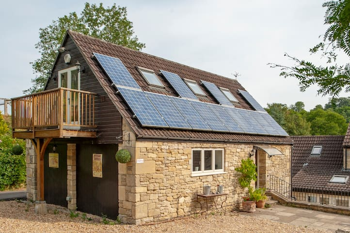 Rural Barn Conversion (AA 5 stars) near Bath