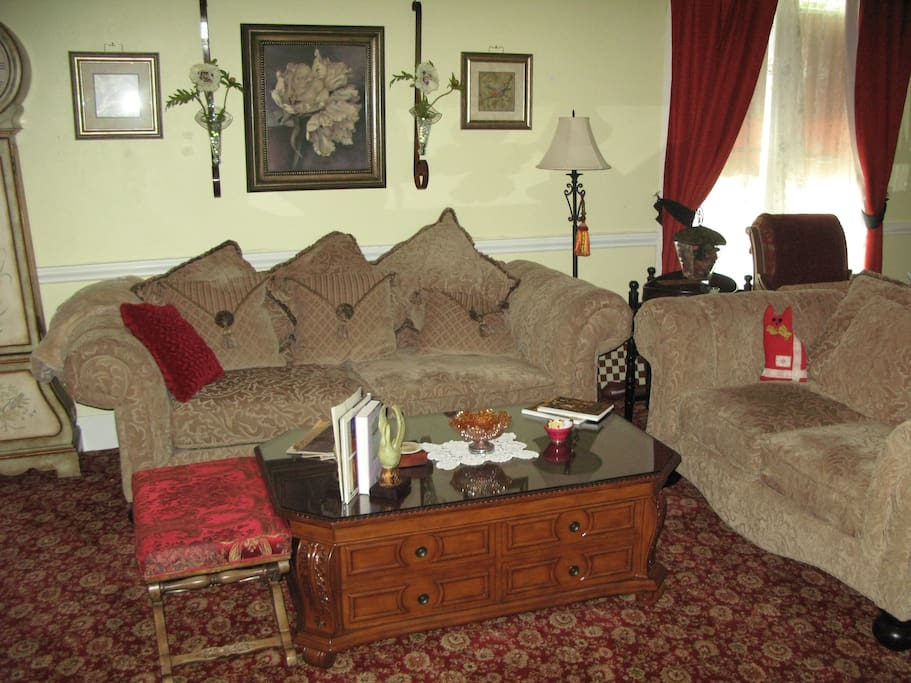 Comfortable Parlor/Living Room!