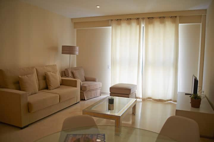 ApartUP Concorde. WiFi + Pk + Pool + AACC