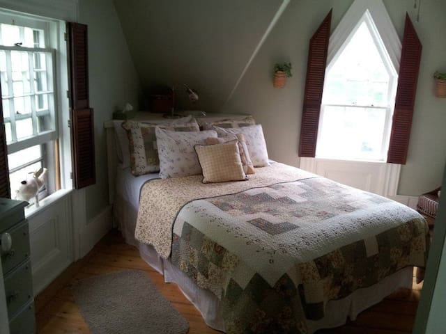 Fisherman's Daughter B&B (McNab Rm)