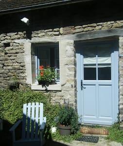 La Bergerie, petite maison de charme en Bourgogne - Rumah Tamu