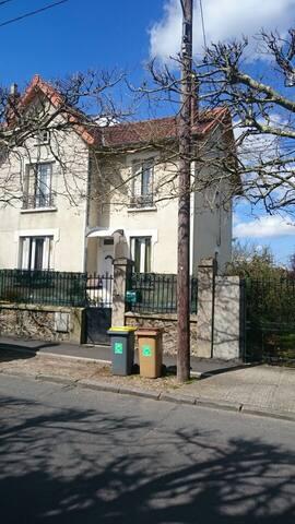 Chambre privé avec salle d'eau - Montigny-lès-Cormeilles