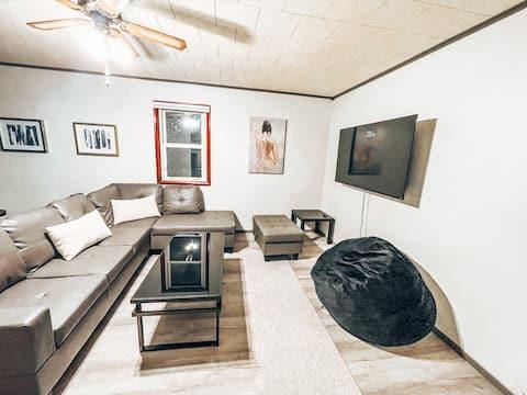 Luxury 2 Bedroom Spacious House with Huge Backyard