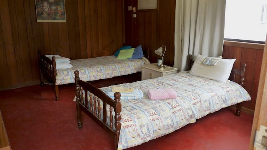 Private, Queen Dbl + 3 x sep single beds - Cheshunt - Houten huisje
