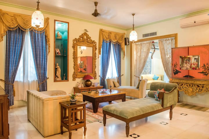 "AURA HOME STAY""A""Luxury Room in Civil Lines-Jaipur"