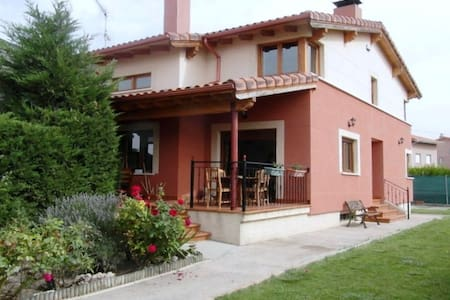 COZY HOUSE 10 km from Burgos - Buniel - Casa