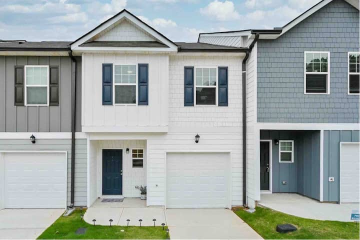 *New 2020 Townhome 15 mins from ATL Airport*