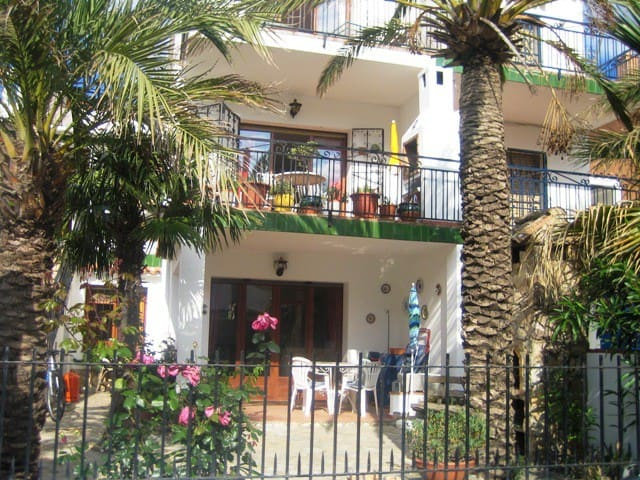 lovely twin bed garden apartment - L'Escala - Byt