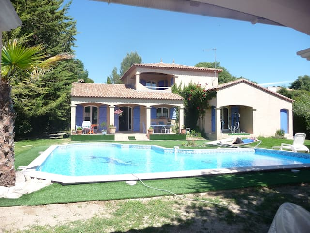 Villa 4ch piscine dont 2 en étage 15km Montpellier - Saint-Vincent-de-Barbeyrargues - Дом