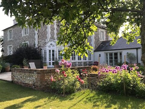 Endlewick- Mozart Suite, Arlington, East Sussex