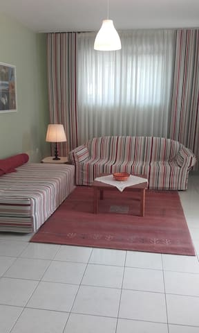Garden apartment near airport and port. - Artemis - Apartmen