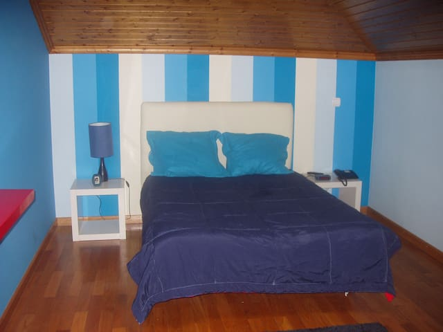 DOUBLE ROOM NEAR AIRPORT QUIET - Loures - Huis