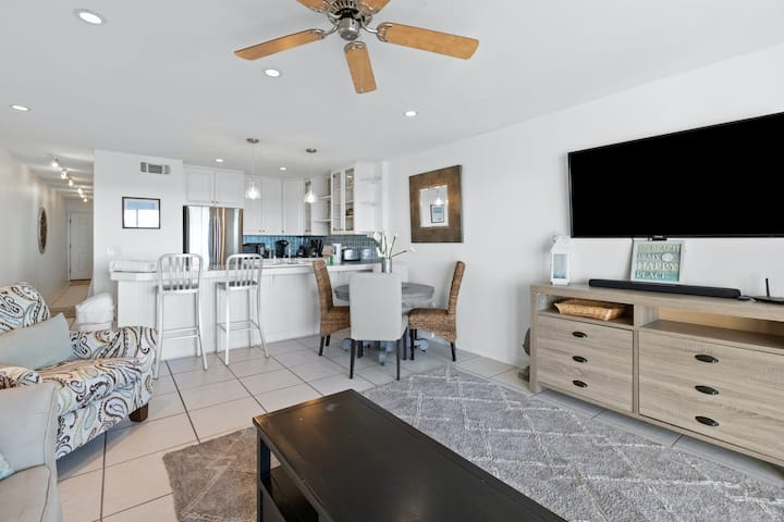 All Ground-Floor, Gulf Front Condo w/Water Views, High-Speed WiFi, & Central A/C