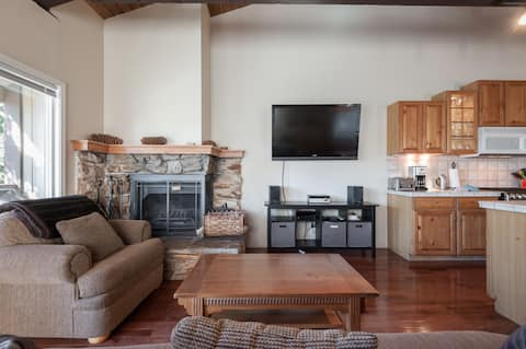 Dollar Hill Hide Away -coziest condo in Tahoe City