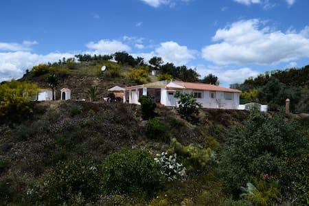 Villa mit traumhaften Bergpanorama und großem Pool - Sedella