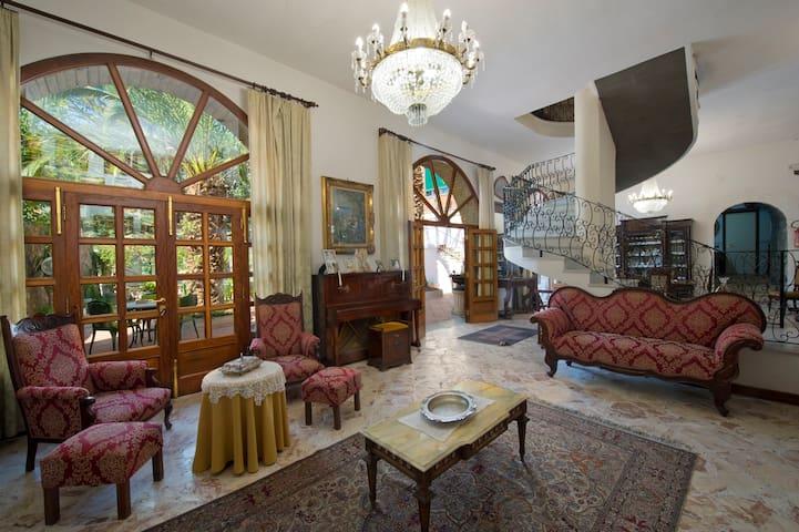 800's Original Historical Central Ravello Villa