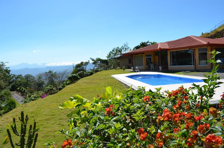 Luxury Home For Your CR Adventure! - Atenas Canton - Huis