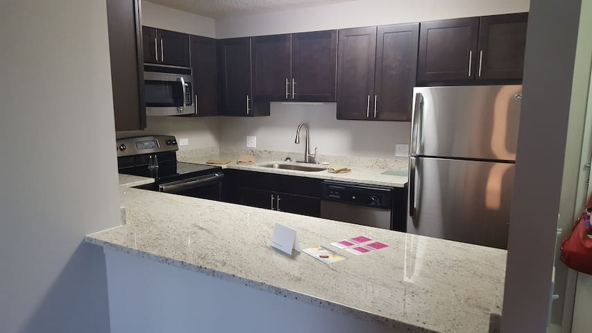 Sleek 2BR/2BA in Arlington Heights - Arlington Heights - Lejlighed